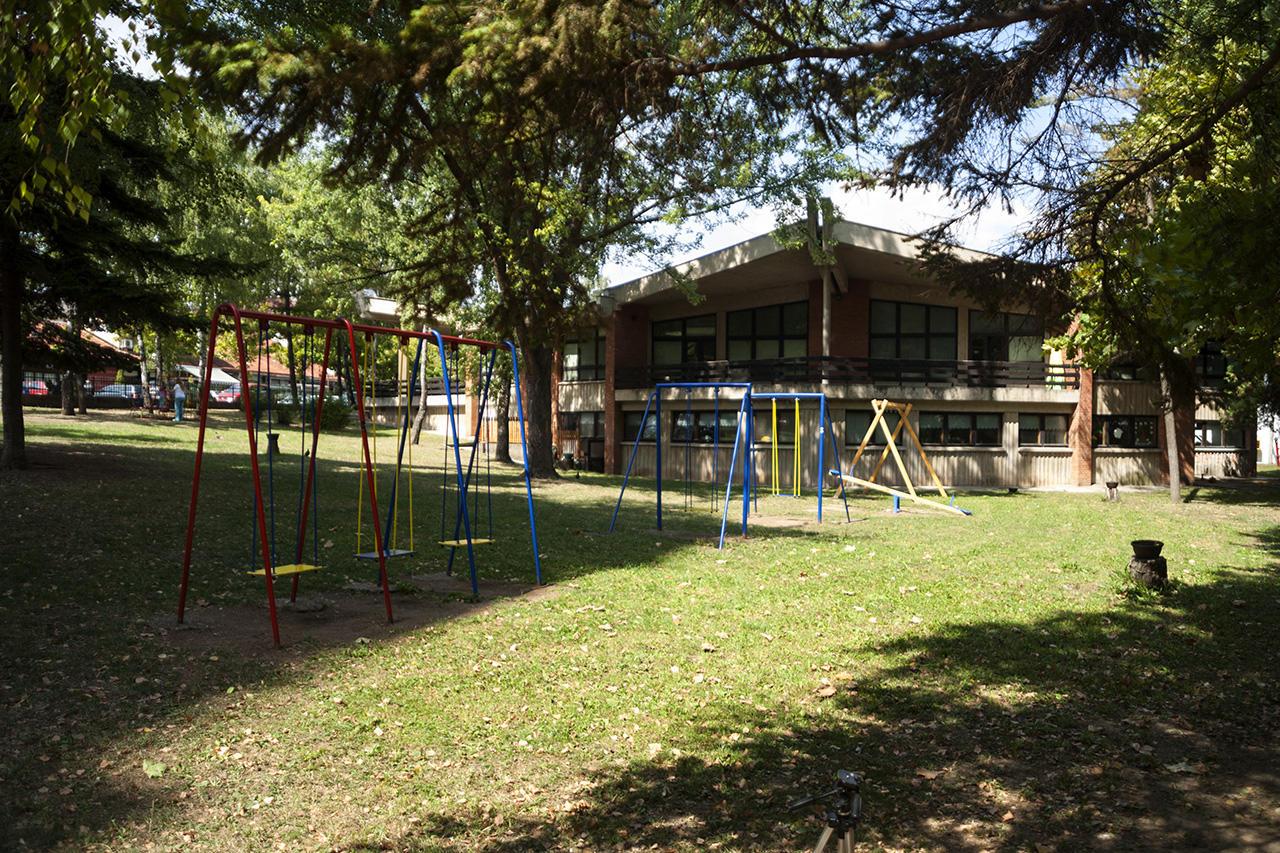 Pogled sa strane iz dvorišta na zgradu Predškolske ustanove Sunce