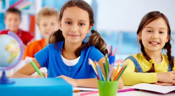 Deca u školskim klupama